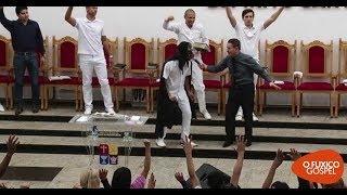 Download Mulher invade culto aos gritos e denuncia pastor Video