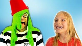 Download Amelia and Avelina halloween slime adventure and a magic cloak Video