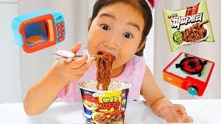 Download 뽀로로 짜장면이 부족할땐 보람이를 불러주세요! 똘똘이 주방놀이 장난감으로 요리놀이! Pororo Noodle Video