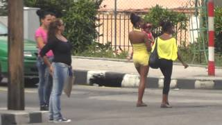 Download CUBA HABANA OLD CARS AND YOUNG GIRLS CALLE 23 COCHES Y CHICAS Video