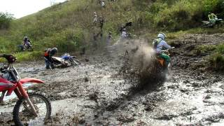 Download PILOTO CAPOTA NO TRILHÃO DE MOTOS DA PADROEIRA SANTA MARIA MADALENA 2015 Video