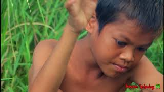 Download Primitive Technology - Eating delicious - Cooking chicken eggs on a rock Video