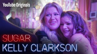 Download Kelly Clarkson crashes a fan's wedding for the first dance. Video