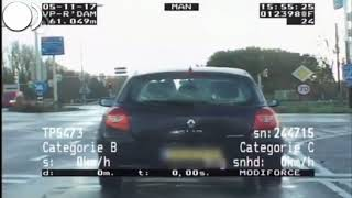 Download Jongentje steekt middelvinger op naar politie! Video