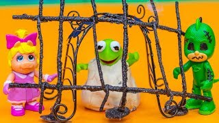 Download Muppet Babies Kermit Goes Trick or Treating with PJ Masks on Halloween Video