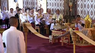 Download New Thai king leads prayers for late father Video