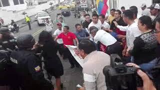 Download Disturbios por presencia de Rafael Correa en Santo Domingo de los Tsáchilas Video