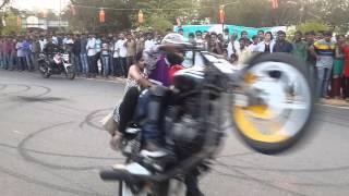 Download Motor Cycle Stunts At NIT Warangal Spree '14 Video