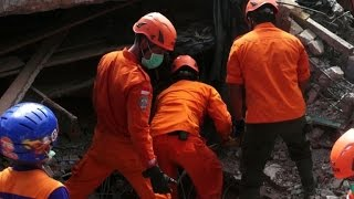 Download Quase 100 mortos em terremoto na Indonésia Video