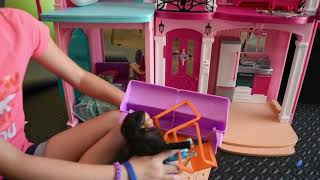 Download The Barbie Show episode 39 The Babysitter Thief Video