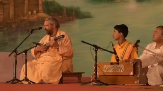 Download ″Chanting the Names of the Lord″ by Paramadvaiti Swami at Kumbha Mela 2016 Video