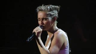 Download Nashville uk tour 2017 - Claire Bowen - Black roses - Royal Albert Hall Video