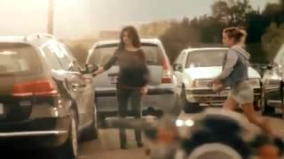 Download Deze Twee Meisjes Zagen Een Hond Liggen Achterin Een Hete Auto, Wat Ze Dan Doen Is Geweldig! Video