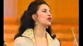 Download Angela Gheorghiu - La Boheme: Musetta's aria: Quando m'en vo - Radio Hall Bucharest Video