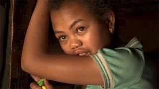 Download Donner une chance aux enfants domestiques de Madagascar Video