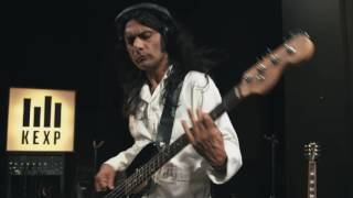 Download Thievery Corporation - Forgotten People (Live on KEXP) Video