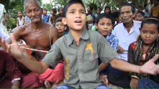 Download Bangladeshi boy singing baul song Video