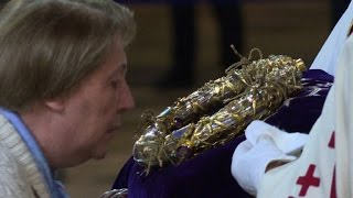 Download Notre-Dame: Good Friday pilgrims kiss Christ's crown of thorns Video