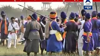 Download Two Sikh groups clash in Amritsar. 1 among the 5 injured in critical condition Video