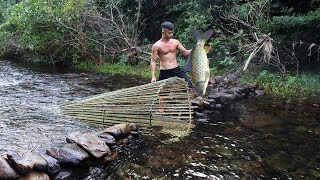 Download Primitive Technology: Big Fish Trap in The Forest Video