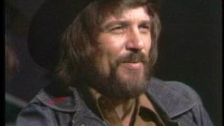 Download Waylon Jennings . Waymore Blues solo acoustic Video