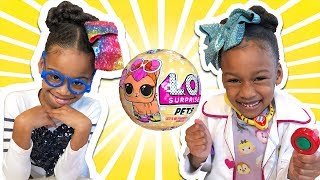 Download Toy Teacher vs Toy Teacher! L.O.L. Surprise Pets Toy - Littlest Pet Series 3 Lil Sister Big Sister Video