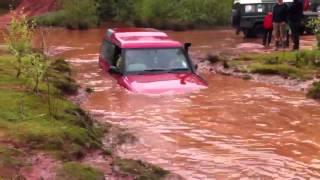 Download Land rover discovery 1 in the pit at hill n ditch Video