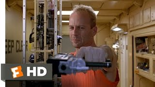 Download Korben Outwits a Mugger - The Fifth Element (1/8) Movie CLIP (1997) HD Video