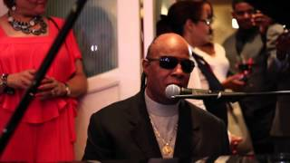 Download Stevie Wonder - Ribbon in the Sky (Rare 2015 Wedding Performance) Video