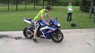 Download Street Bike BURNOUT (tire explodes) Video