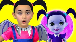 Download Junior Vampirina and Max Pretend Play with favorite toys Video