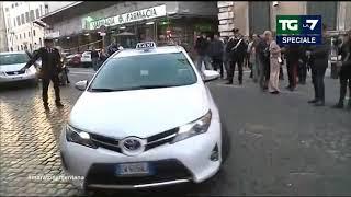 Download Paolo Celata all'inseguimento di Di Maio: 'Anche il taxi con i vetri oscurati...' Video