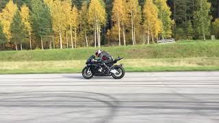 Download BMW 325ix turbo vs. BMW S1000RR HP4 Video