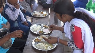 Download Lunch Only 50 rs Besides Agra Fort ( 2 Roti Rice & Vegetables ) | IN Street Food Video