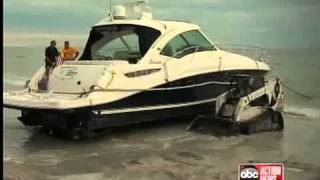 Download Crews attempt to move mysterious yacht at high tide Video