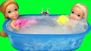 Download Bath ICE Trouble ! Elsa & Anna toddlers ! Bubbles - Foam - Messy floor Video