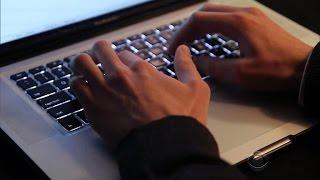 Download Bank hackers pull off $1 billion cyberheist Video
