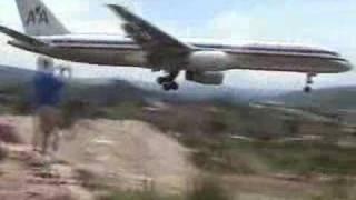 Download Skilled pilot does crazy landing! Video