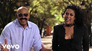 Download Sergio George's Salsa Giants - Bajo la Tormenta Video