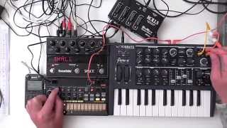 Download MicroBrute / Volca Beats - Minimal Bass ( Shadows ) Video