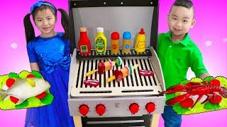 Download Jannie & Lyndon Pretend Play Cooking w/ Deluxe Barbecue BBQ Grill Playset Video