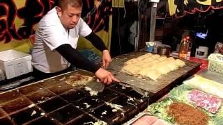 Download その場でファンが出来るお好み焼き屋さん 職人芸 Street Food Okonomiyaki Japan Video