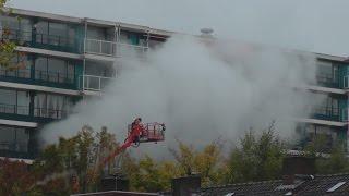 Download Vele hulpdiensten met spoed naar grote brand in Rotterdam Video