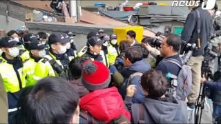 Download [뉴스1] 새누리당 이정현 대표 대구 서문시장 방문...취재진 막는 경찰 Video