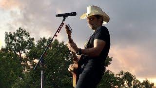 Download Brad Paisley Live – Weekend Warrior World Tour (July 24 2017 Gävle, Sweden) Video