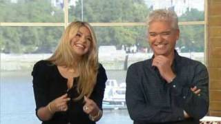 Download This Morning - Holly Willoughby's Fish Fingers Video