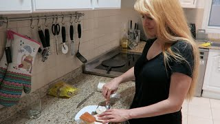 Download She made a Sandwich Video