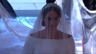 Download Meghan Markle traverse la chapelle pour rejoindre Harry Video