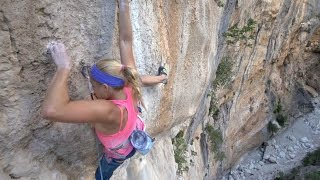 Download First Female Rock Climbing Ascent on Viaje de los Locos Video