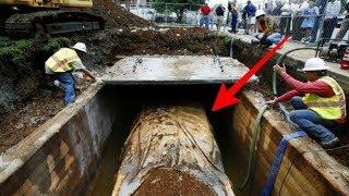 Download دفن سيارة تحت الارض لمدة 50 عاما وعندما استخرجوها كانت المفاجاة ! Video